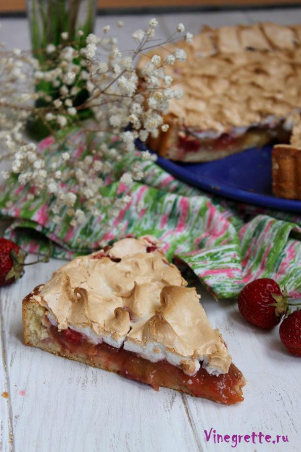 Тарт с ванильным кремом, клубникой и ревенем